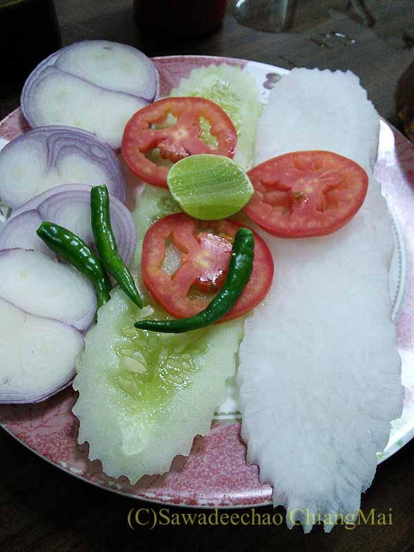 バンコクのインド料理の店ママインディアンレストランの生野菜