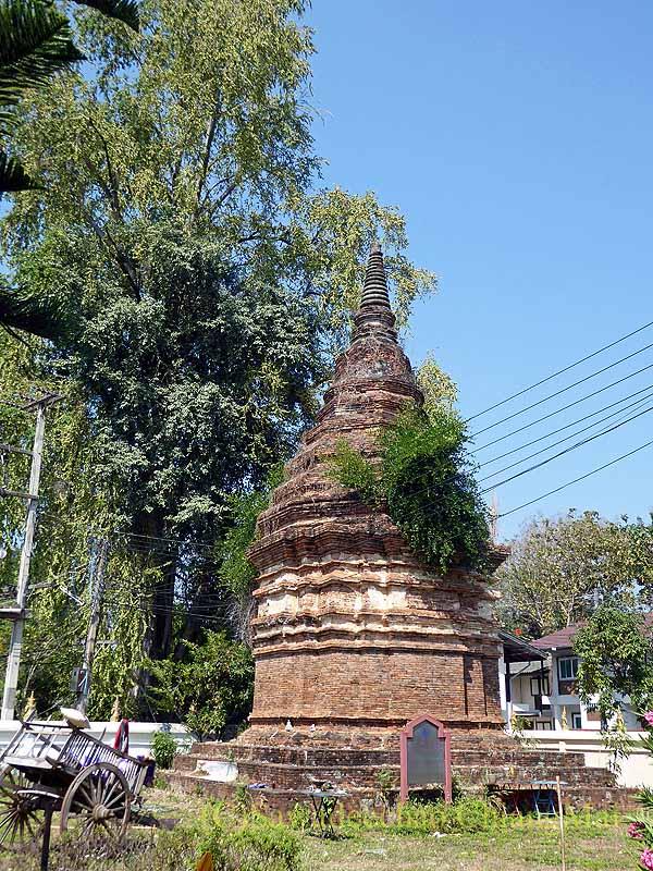 ラムプーンあるタイヨーン族寺院ワットトンケーオの古い仏塔