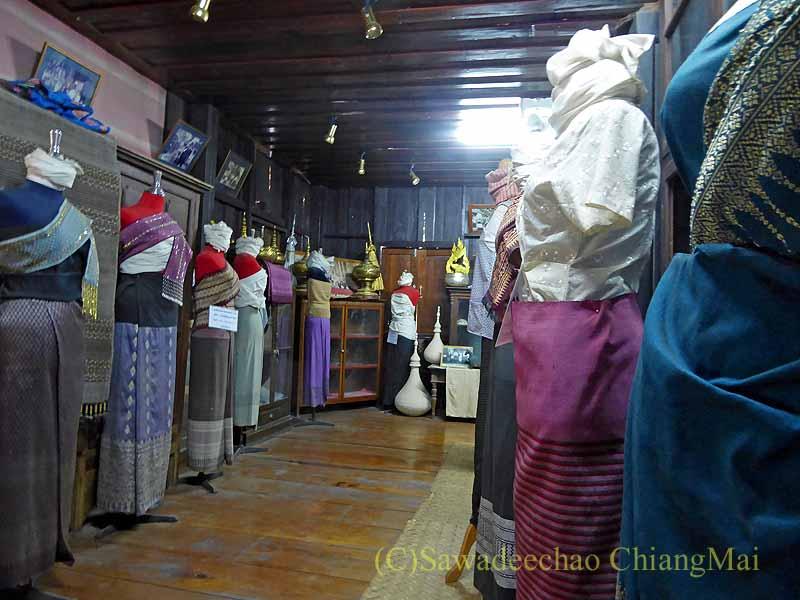 ラムプーンあるタイヨーン族寺院ワットトンケーオの博物館の民族衣装