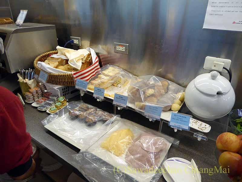 桃園空港にあるチャイナエアラインラウンジのペイストリーのコーナー
