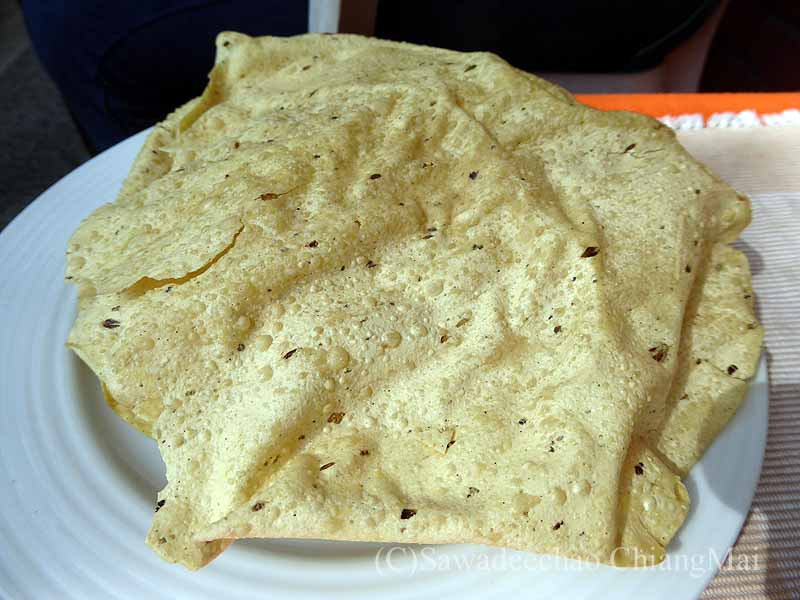 ネパールのパタンにある一般家庭で食べたパパド
