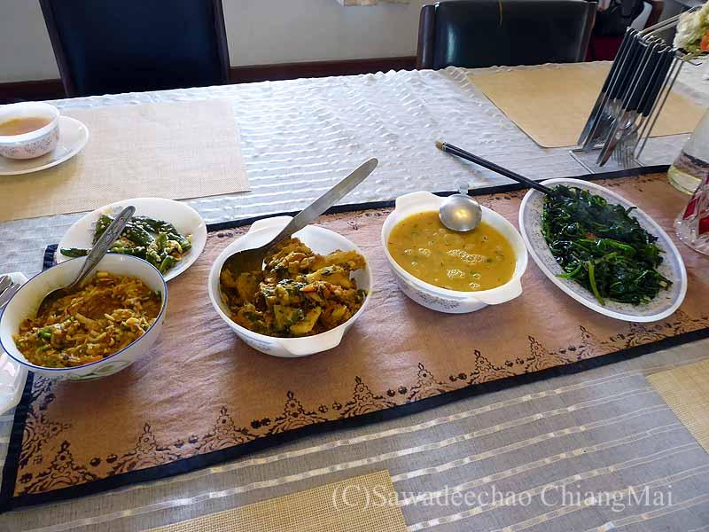 ネパールのパタンにある一般家庭で食べたダルバート