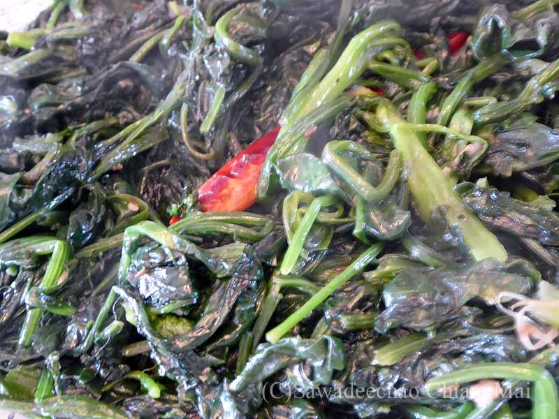 ネパールのパタンにある一般家庭で食べた青菜のタルカリ