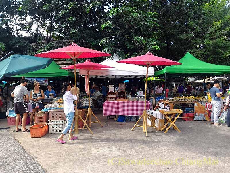 チェンマイのJJマーケット日曜安全食品市