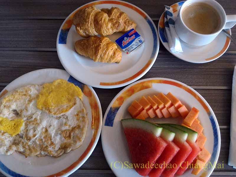 ソロ(スラカルタ)にあるノボテルソロの朝食