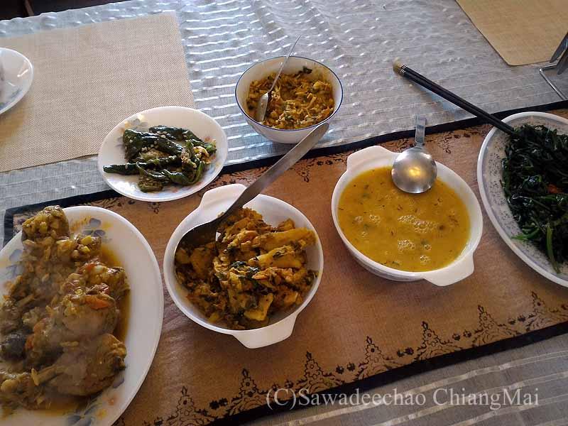 ネパールのパタンにある一般家庭で食べたダルバート概観