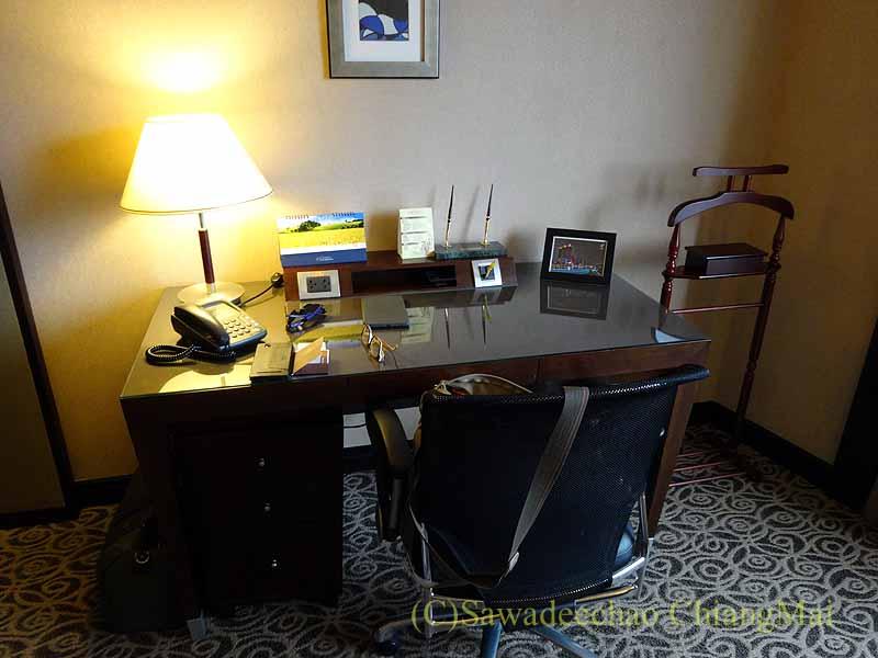 台湾の板橋にあるグランドフォワードホテルのライティングデスク
