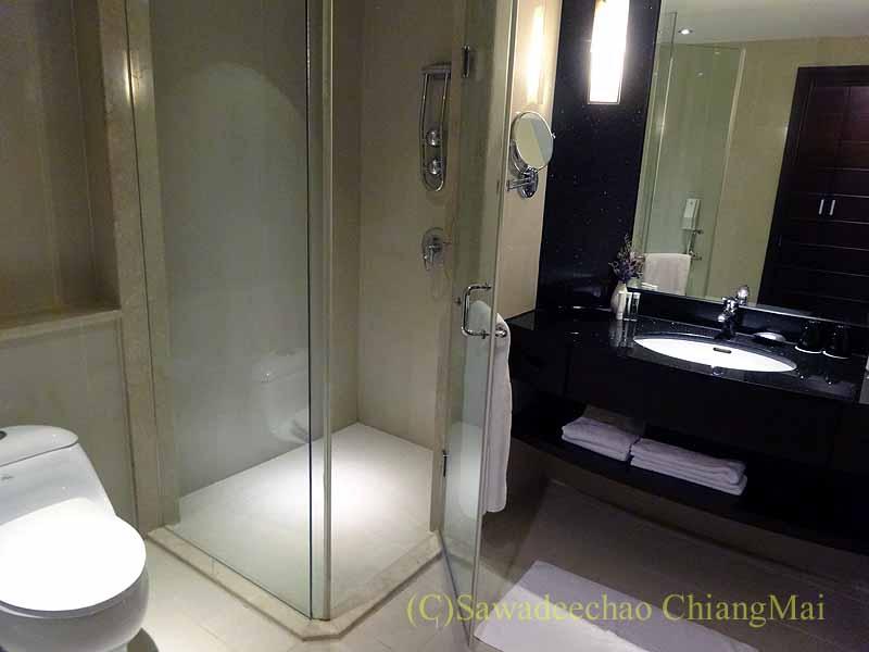 台湾の板橋にあるグランドフォワードホテルのバスルーム概観