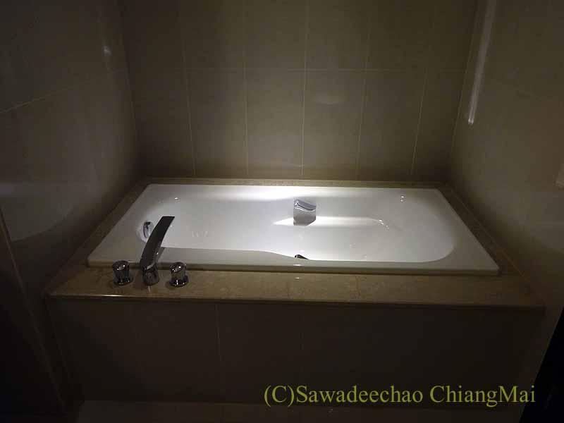 台湾の板橋にあるグランドフォワードホテルのバスタブ