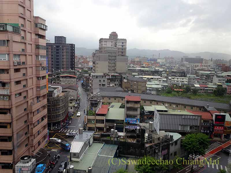 台湾の板橋にあるグランドフォワードホテルの部屋からの眺め