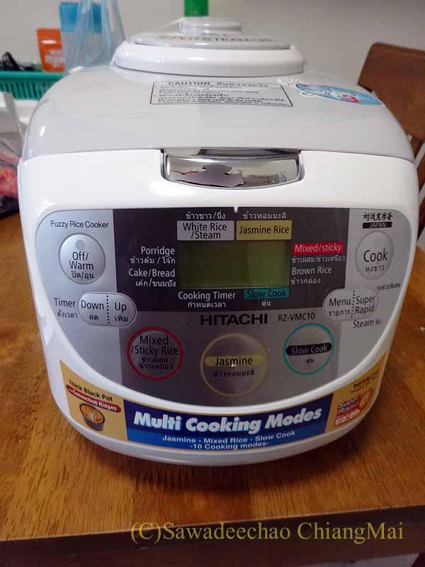 チェンマイ生活で購入した日立の電気炊飯器概観