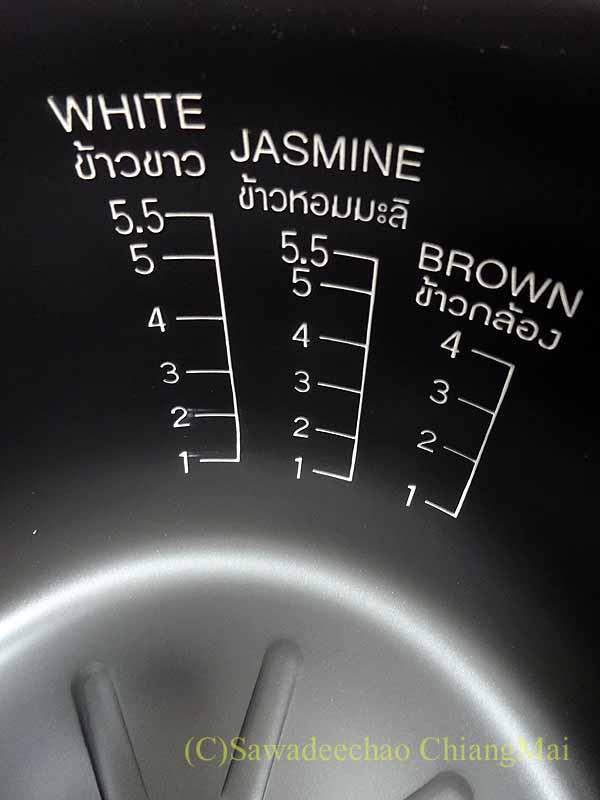チェンマイ生活で購入した日立の電気炊飯器の釜の表示