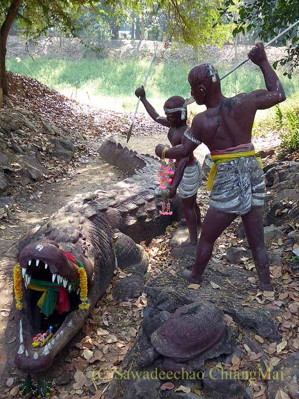 タイ北部のピチットにある民話グライトーンの洞窟のワニ退治