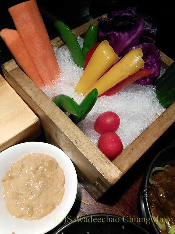 バンコクにある居酒屋「てっぺん」の野菜スティック