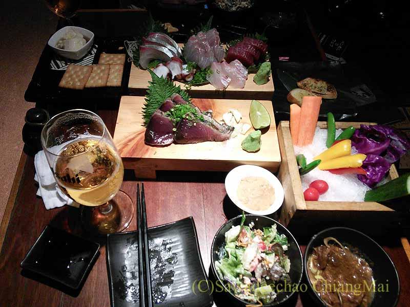 タイのバンコクにある居酒屋「てっぺん」の料理 タイのバンコク中心部、スクンビットソイ61にある