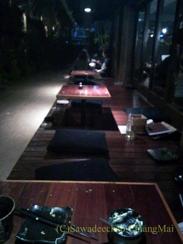 タイのバンコクにある居酒屋「てっぺん」の掘りごたつ席