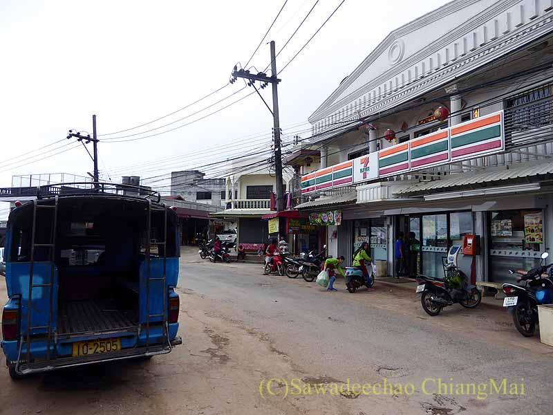 タイ最北部のチェンラーイ県メーサローンの7-11