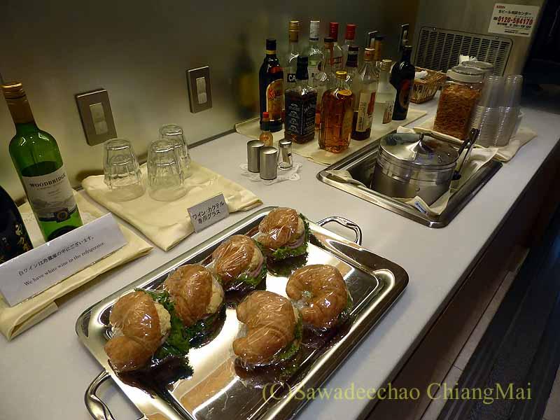 成田空港の中華航空ラウンジのパンやクロワッサンサン