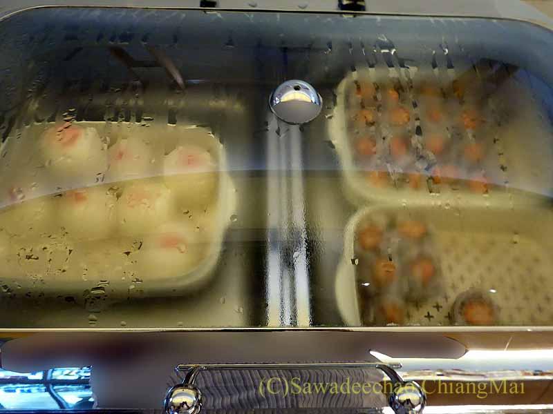 成田空港の中華航空ラウンジの点心類