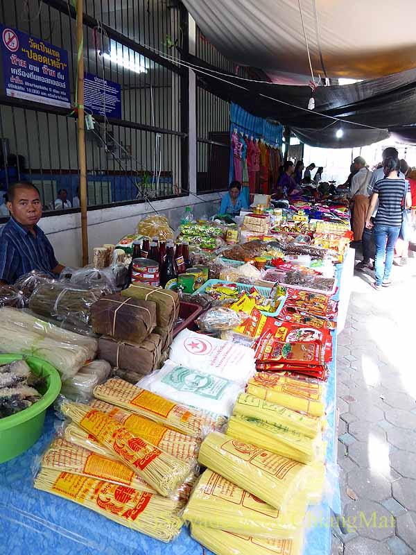 チェンマイのシャン族寺院ワットパーパオの食料品店
