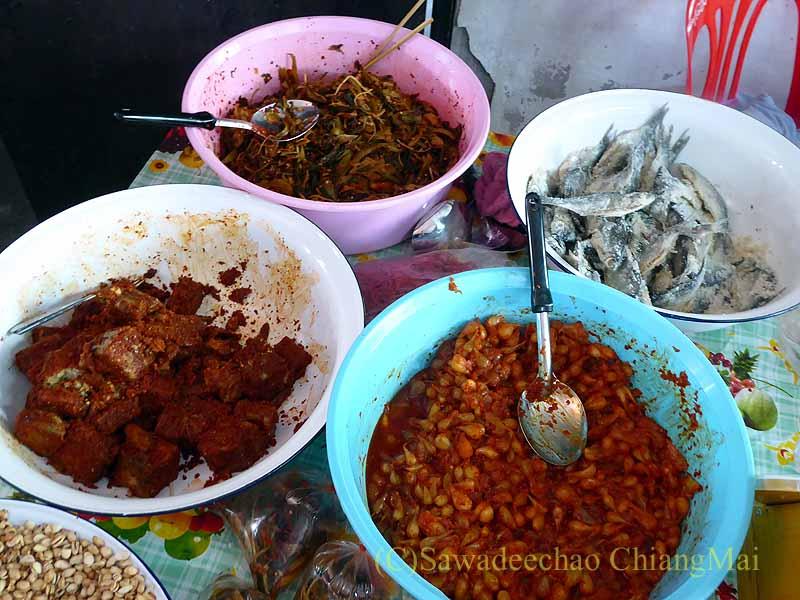 チェンマイのシャン族寺院ワットパーパオの発酵食品店