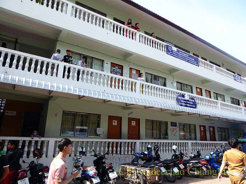 チェンマイのシャン族寺院ワットパーパオの学校