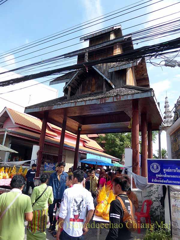 チェンマイのシャン族寺院ワットパーパオの門