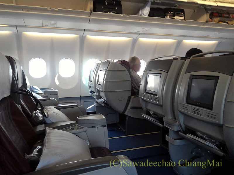 チャイナエアライン(中華航空)CI107便のビジネスクラスのキャビン