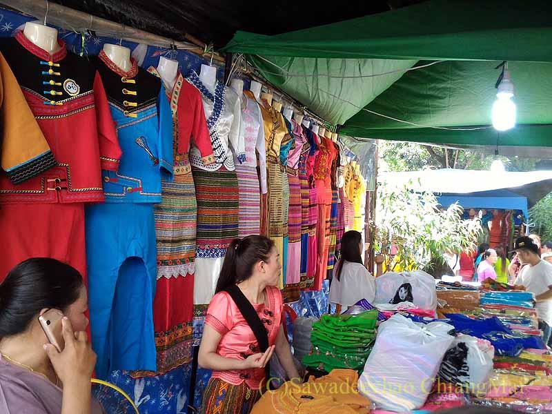 チェンマイのシャン族寺院ワットパーパオの民族衣装店