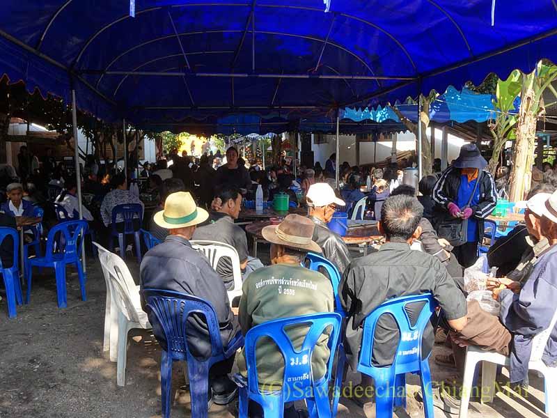チェンマイ郊外の田舎の村での葬儀