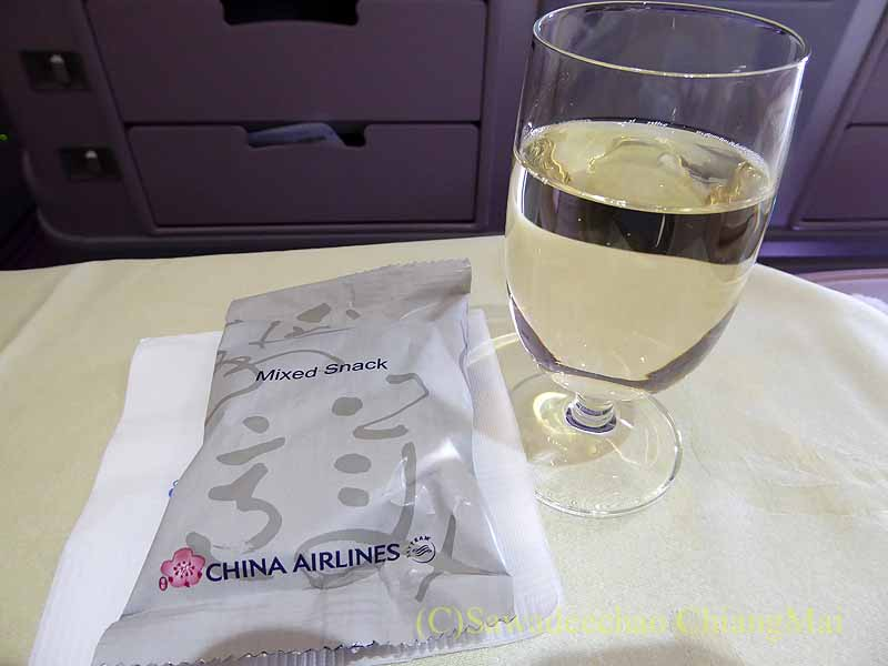 チャイナエアライン(中華航空)CI835便で出た白ワイン