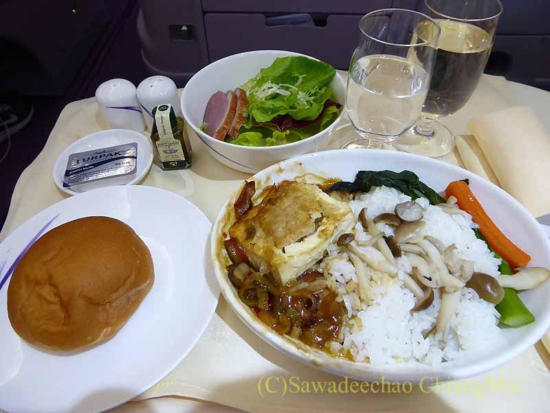 チャイナエアライン(中華航空)CI835便で出た機内食全景
