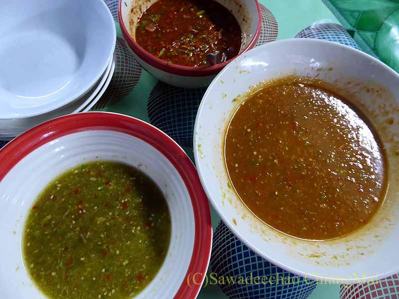 チェンマイのタイ人の家での年越しパーティーの鍋のタレ