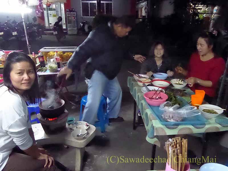 チェンマイのタイ人の家での年越しパーティー