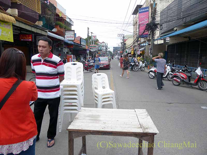 チェンマイ市内の元旦特別タムブン(徳積行)の撤収風景