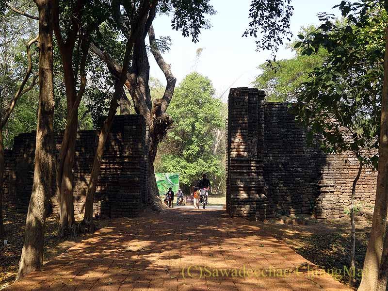 タイのシーサッチャナーライ歴史公園の城門
