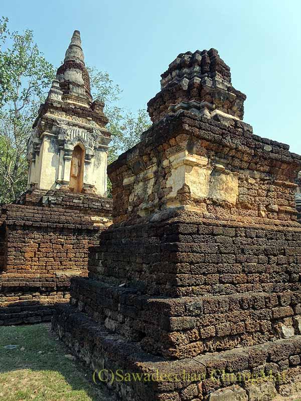 タイのシーサッチャナーライ歴史公園のワットチェディチェットテーウの仏塔