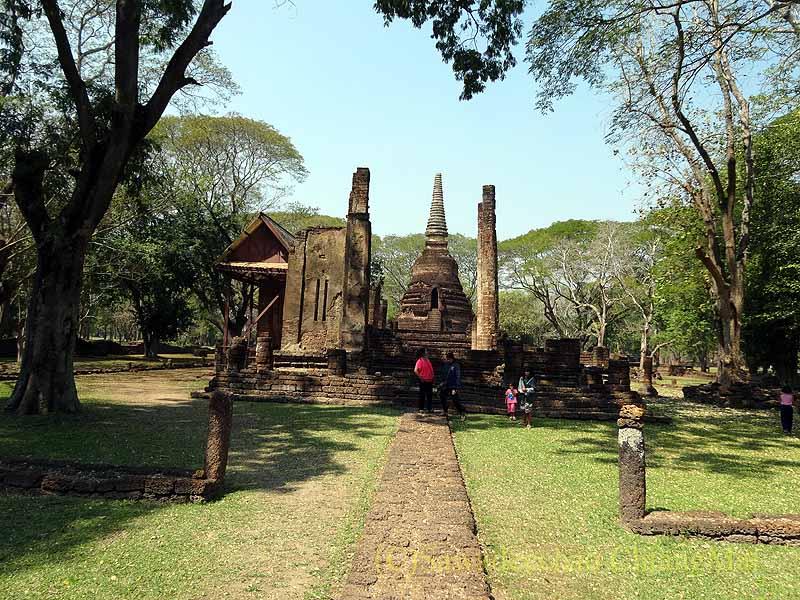 タイのシーサッチャナーライ歴史公園のワットナーンパヤー概観