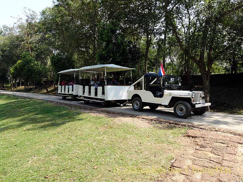 タイのシーサッチャナーライ歴史公園のトラム