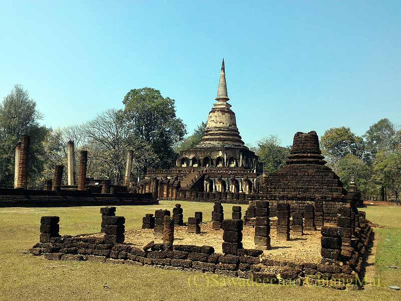 タイのシーサッチャナーライ歴史公園のワットチャーンローム概観