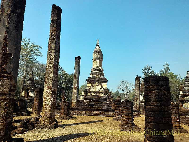 タイのシーサッチャナーライ歴史公園のワットチェディチェットテーウ