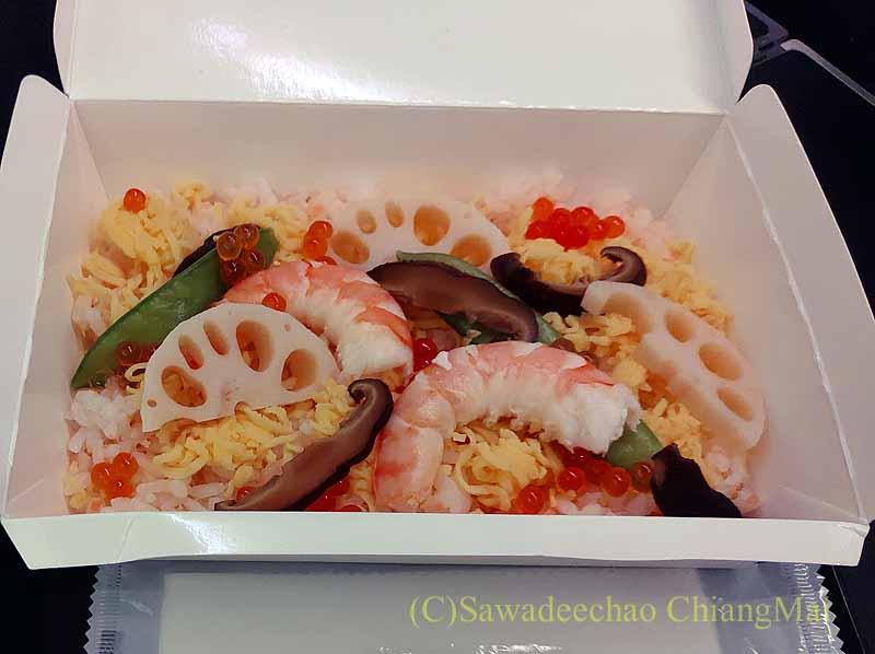 ジップエアのフルフラットシートの機内食のちらし寿司