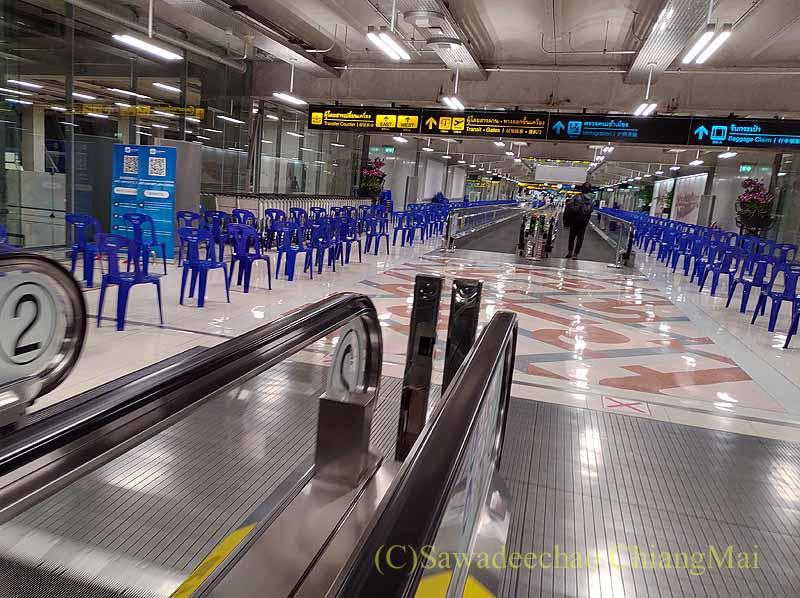スワンナプーム空港の新型コロナウイルス対策用のイス