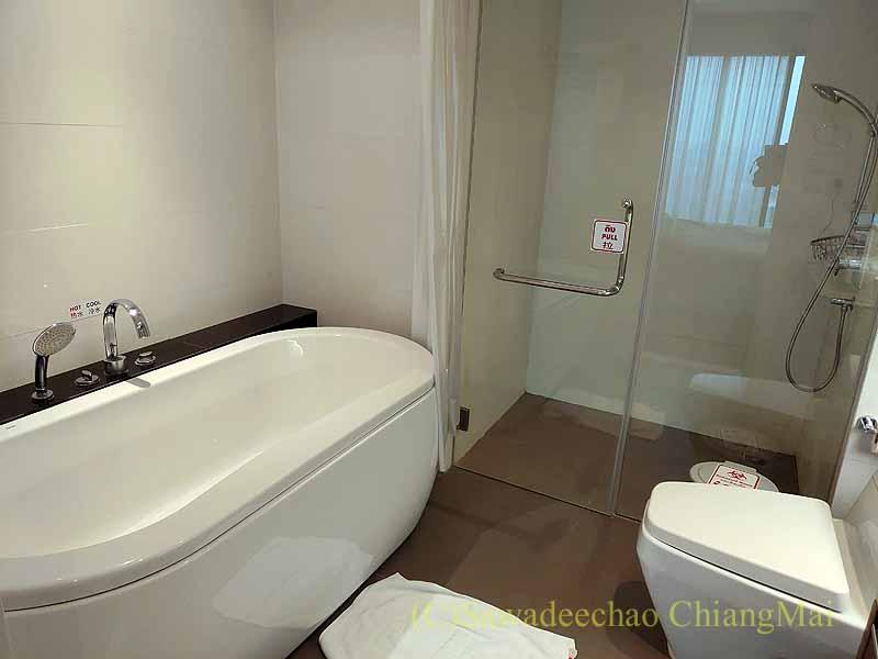 バンコクの隔離措置施設THE VERTICAL SUITEのバスルーム概観
