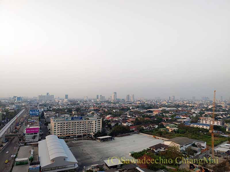 バンコクの隔離措置施設THE VERTICAL SUITEのバルコニーからの眺め
