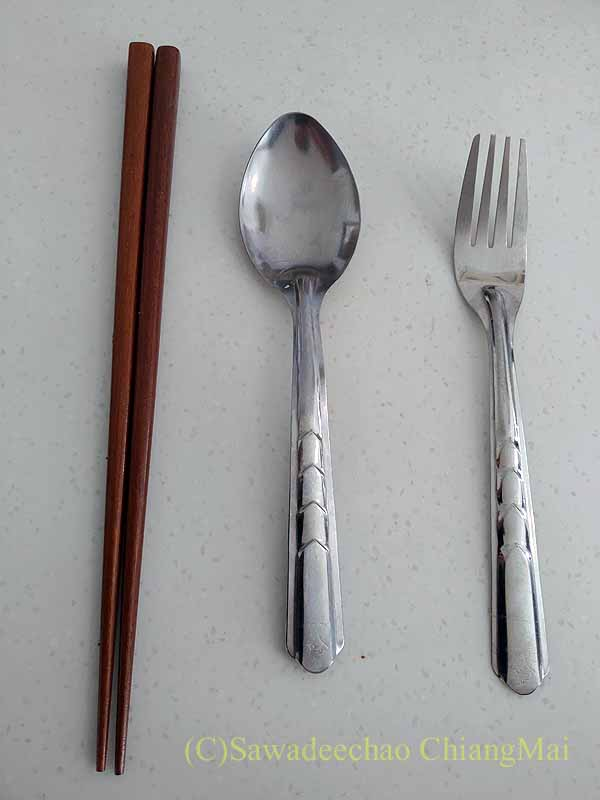 タイの隔離措置施設(ASQ)で役立ったスプーン、フォーク、箸
