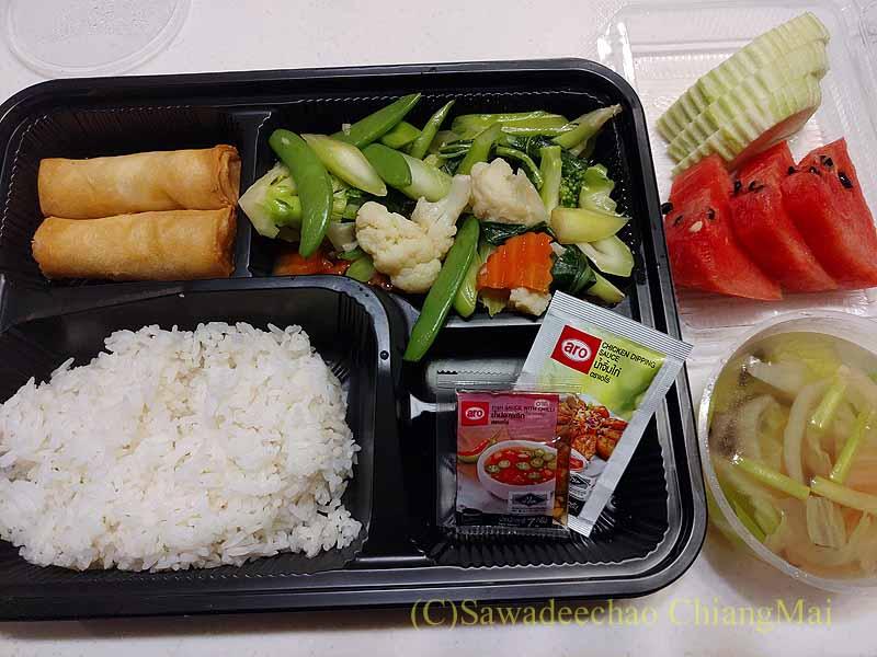 バンコクの隔離措置施設THE VERTICAL SUITEの食事容器
