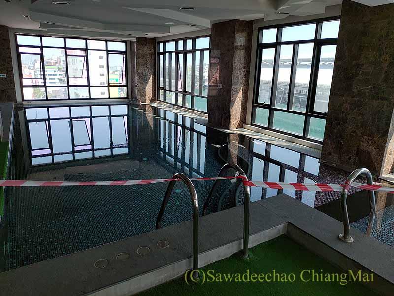 バンコクの隔離措置施設THE VERTICAL SUITEのLINEのプール