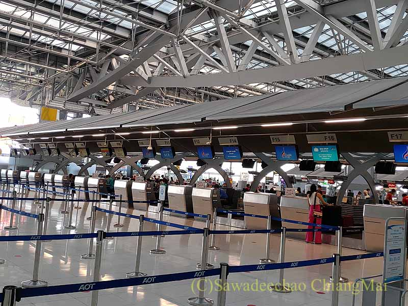 コロナ禍でのスワンナプーム空港のバンコクエアウェイズのチェックインカウンター