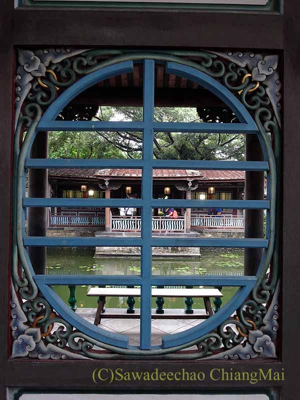台北郊外にある林本源園邸の方鑑斎の廊下の透かし彫り